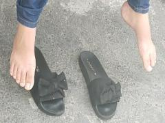 Sex amorous video category feet (241 sec). candid feet - girl shaking her feet.